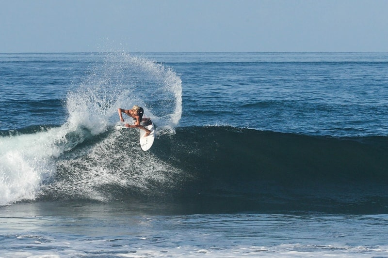 The Surf in Costa Rica / A Guide to the Regions, Seasons, and Breaks