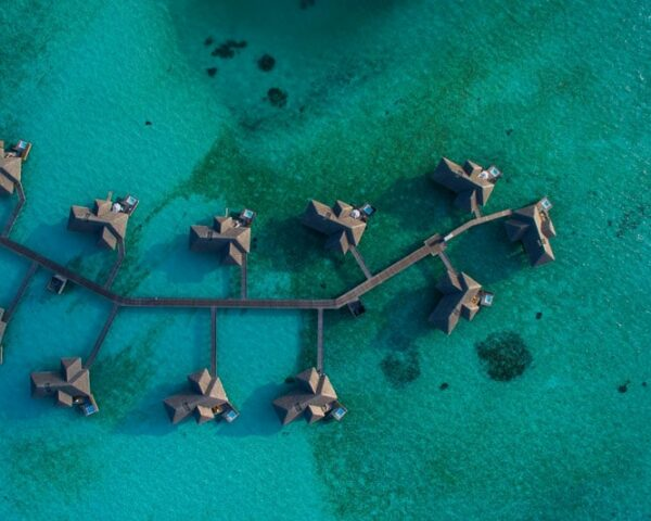 How to travel the world / Maldives bungalows