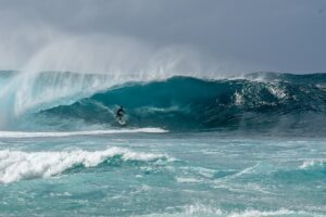 Pipeline surf, North Shore Oahu