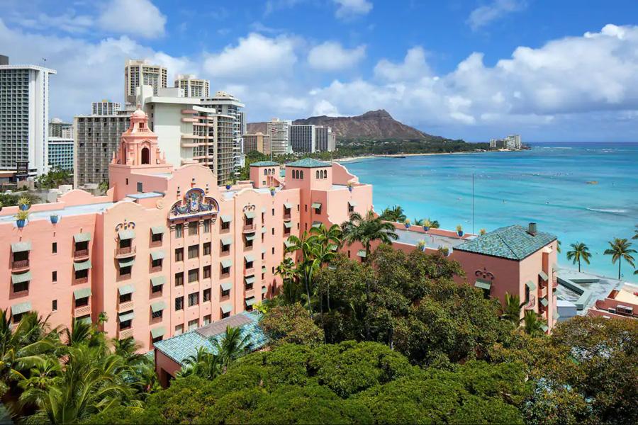 Oahu hotels - The Royal Hawaiian in Waikiki