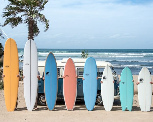 Best Beginner Surfboards / The Complete Guide to Surfboards for Beginners