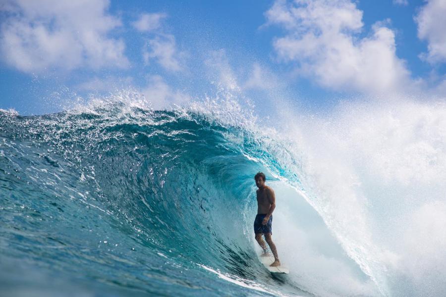 pro surfer jeremy flores in barrel wearing quicksilver boardshorts